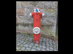 "Der Feuerhydrant • <a style=""font-size:0.8em;"" href=""http://www.flickr.com/photos/42554185@N00/14206999213/"" target=""_blank"">View on Flickr</a>"
