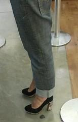 20150129_215646 (Curto_um_pezinho) Tags: woman sexy feet girl lesbian high shoes legs sensual jeans wife heels ps pernas salto alto pezinhos sapatos