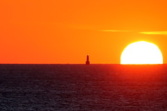 Coucher de soleil sur le phare des Birvideaux (dbrothier) Tags: canon canonfrance birvideaux sunset phare lighthouse canonef100300mmf4556usm silhouettephotography sunlight quiberon breizh bzh bretagne kiberen ocean atlantique mer sea yourbestoftoday seaside water flickr13 7dwf