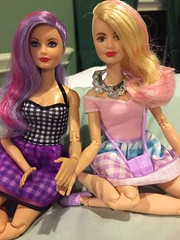 """Hey Mister, she's my sister!"" (Unicornsandwolfs) Tags: head shaved eyes lavenderhair mold skipper pack packs fashion reboot madetomove fashionista mattel barbie burglar cat squad spy"