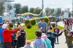 DSC_0341 (sergeysemendyaev) Tags: show children fun happy spring russia adler bubbles iridescent olympicpark sochi 2016   bigbubbles         sochiautodrom soapbubblesshow