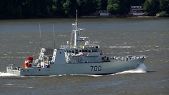 HMCS Kingston MM700 (Jacques Trempe 2,320K hits - Merci-Thanks) Tags: canada river bay marine ship quebec navy goose stlawrence stlaurent fleuve hmcs navire stefoy mm700