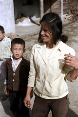 32-165 (ndpa / s. lundeen, archivist) Tags: rural village people nick dewolf nickdewolf 32 reel32 color photographbynickdewolf 1970s 1972 fall film 35mm winter republicofchina taiwan taiwanese eastcoast easterntaiwan hualien hualiencounty easterncoast rurallife unidentified woman localwoman child boy china chinese 1973