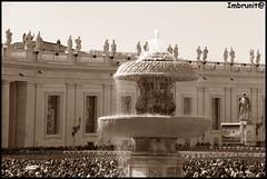 angelus (imma.brunetti) Tags: roma statue persone sculture capitale pietra fontana bernini lazio piazzasanpietro marmo folla schizzi maderno