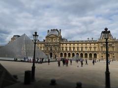 Muse du Louvre (CamJrOff) Tags: france paris arcdetriomphe town city old road life art photographie pic picture architecture louvre pyramide sculpture batiment jr g7x