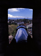 Battery (dougfot) Tags: city castle mamiya film scotland 645 edinburgh gun kodak cannon mf f8 100asa cpl 1125 ektar polariser m645 halfmoonbattery douggoldsmith 22052016