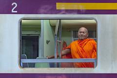 16102014-7377 - @Bangkok Hua Lamphong Station () (rino54) Tags: bangkok monk thailande voyages hualamphong moine bouddishte