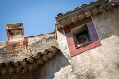 Fentres en Provence (Mario Graziano) Tags: saignon provencealpesctedazur france fr fentres provence provenza finestra window windows finestre fentre viaggio journey trip voyage travel fotografiadaviaggio fotografiainviaggio travelphotography viajes