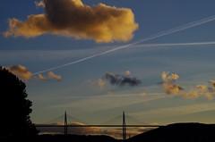 Viaduc de Millau (12) (FloLfp) Tags: sky cloud france architecture de soleil natural coucher games pont 12 nuage francia millau diagonale viaduc aveyron hauban