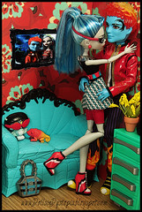 Date Night (DollsinDystopia) Tags: diorama ghoulia monsterhigh holthyde dollsindystopia