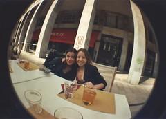 comiendo en Milano con Cat (livy-vargas) Tags: lomo lomography milano fisheeye