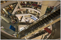 Shopping mall Terminal 21 in Bangkok, Thailand (Michael Neeven) Tags: shop mall shopping thailand store 21 bangkok escalator terminal tropical theme department tropics kaufhaus roltrap tropen tropisch elevaters terminal21 ware6nhaus
