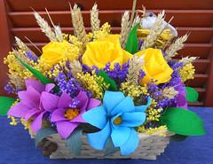 composizione floreale viola giallo blu