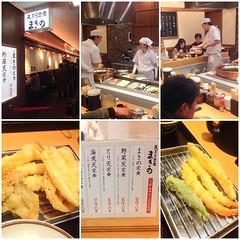 ร้านอาหารเซต #tempura #makino  ทำไมไม่เจอใน โตเกียวครับ ทอดสด ราคาถูก คีบขึ้นจากหม้อ เดินมาเสิร์ฟ ทีละชิ้นๆ ราคาย่อมเยาว์ พนักงานชาย ราวกับดารา หรือ เทรนเนอร์ตามฟิตเนส พนักงานหญิง แนวหมวยก็มี นางแบบก็มี เฮ้ย เติมข้าว ซุป ได้อีก #kobe #japanese #japan