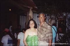 Con María Elena Hotus, la más destacada discípula de Kiko Paté, poseedora de un valioso repertorio de canciones y danzas rapa núi que acompaa con su hermosa voz. Viernes 8 de febrero 2002.
