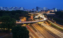TWB_1130 (xxtreme942) Tags: highway singapore bluehour expressway lighttrail