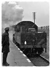 Great Central Railway. (Adrian Walker.) Tags: bw snow heritage canon railway tamron locomotives steamtrains gcr 60d