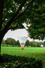 they_land_here_every_so_often (NetAgra) Tags: sculpture kansascity missouri badminton shuttlecock nelsonatkinsmuseum claesoldenburg badmitten mo64111 nikon7000 4525oakstreet
