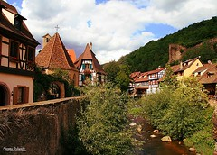 Kaysersberg (Setsukoh) Tags: city house france water architecture river landscape frankreich eau wasser village place grand calm rivire colmar valley half paysage maison picturesque weiss halftimbered est ribeauvill timbered colombages valle pittoresque kaysersberg brochall keysersberg