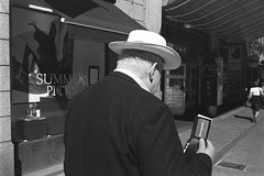 Hat (David Jonsson) Tags: film kodak leicam6 trix400 leicasummicron35mmf20ii
