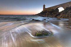 Morning tide (Traezh) Tags: morning bridge sea lighthouse seascape dawn sand brittany waves harbour tide sable bretagne du breizh lee brest pont 5d pointe pascal vagues phare matin aube 1635 mare littoral rade laugier plouzan petitminou