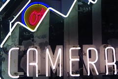 Camara en Neon 02420 (Omar Omar) Tags: california lighting ca camera usa america photography lights neon glendale mona muse electricity museo electricidad fotografia camara lumieres californie usofa elektro museumofneonart glendaleca glendalecalifornia focos electricit bombillas notlosangeles muzeo artedeneon artesdeneon