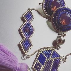 Conjunto completado con una pulserita (Nata R.) Tags: square purple gingham squareformat bracelet swarovski miyuki pulsera conjunto pendientes arete morado colgante delicas dije orechini esrrings iphoneography instagramapp