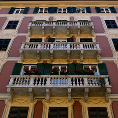 Balconi italiani (Irene Grassi (sun sand & sea)) Tags: flowers windows italy italia liguria fiori santamargheritaligure finestre balconi gerani finestrefiorite
