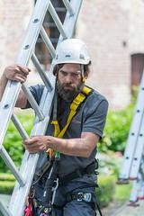 Enter Monumentenwacht Oost-Vlaanderen (Provincie Oost-Vlaanderen) Tags: man building monument construction working worker ladder helm workman klimmen baard provincie werkman monumentenwacht