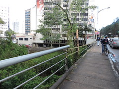 carro cai blumenau (5) (JAIME BLUMENAU SC) Tags: rio acidente capotamento blogdojaime caiunorio carrocaiunorio