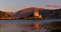 ECOSSE - SCOTLAND - Eilean Donan Castle (AlCapitol) Tags: sunset mountain lake reflection castle montagne scotland spring nikon lac reflet loch chteau printemps d800 ecosse eileandonancastle