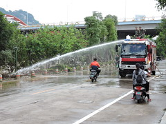 Liuzhou/ DSCN8788 (Petr Novk ()) Tags:  china na  guangxi  liuzhou  asia asie    flood water city street cleaning