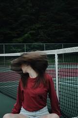 (Evelyn Schloff) Tags: portrait highspeed tenniscourts hairflip