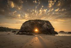 pearronda. (fotoantoniovegadeo) Tags: sunset sea beach sunshine atardecer mar nikon paradise waves asturias playa nikkor olas paraiso pearronda
