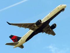 N557NW (redlegsfan21) Tags: atlanta lines airport atl air dal delta international boeing dl hartsfieldjackson 757200 katl n557nw
