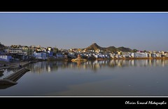 Pushkar (Olivier Simard Photographie) Tags: travel india lake temple lotus indian prayer pray lac pushkar cygne rajasthan brahma inde ghat hindouisme prire dvotion ajmerdistrict devangar   mygearandme trimrti oliviersimardphotographie