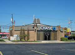 OH Youngstown - Chase (scottamus) Tags: ohio building strange architecture modern weird contemporary bank odd chase unusual youngstown midcentury mahoningcounty