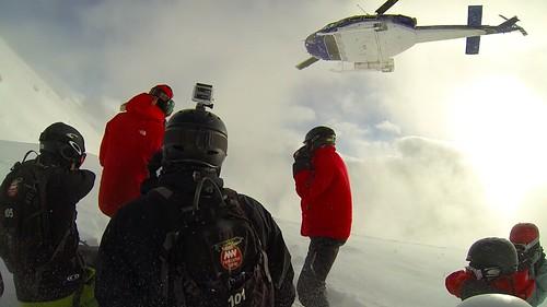 Der Helikopter hebt ab