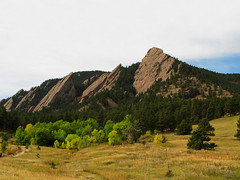 Flatirons near Boulder, Colorado (Batikart) Tags: travel blue autumn trees vacation sky usa mountain holiday mountains green fall nature colors leaves yellow pine clouds america forest canon landscape geotagged us leaf woods sandstone colorado holidays rocks unitedstates natural branches urlaub laub herbst natur himmel boulder september berge foliage trail co fir rockymountains geology douglas amerika ursula ste landschaft wald bltter bume baum vacanze flatirons formations felsen sander g11 2014 chautauqua schrg greenmountain wanderwege 100faves batikart fiverocks canonpowershotg11 transversely