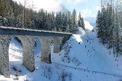 Rätische Bahn, Bergün (Cy Garcia) Tags: schnee winter snow cold schweiz switzerland suiza nieve suiça neve invierno kalt inverno frio bergün