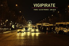Vigipirate Code 4 | PARIS | Avenue des Champs-Elyses (Elisabeth de Ru) Tags: paris france geotagged police security parijs parigi terroristthreat 75008 parys   parisi   pariz vigipirate   avenuedeschampslysees nationalsecurityalertsystem arr8e elisabethderu|2015 camerasony300 paris2325january2015 elisabethderu