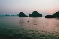(Telmo-fotos) Tags: travel viaje sea boat mar asia barco viajando vietnam halongbai