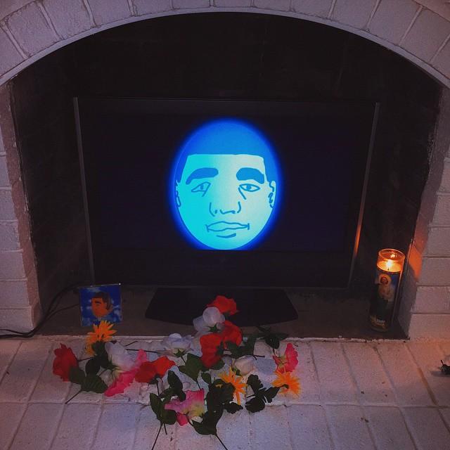 Who else had a Drake Egg hologram at their Super Bowl party? #SBXLIX #dregg #drakeegg #RIP
