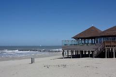 De Piraat (dididumm) Tags: blue sky holland beach netherlands sunshine strand spring dune himmel zeeland northsea blau dyke nordsee dike dne cadzand frhling niederlande levee sonnenschein deich strandpaviljoen beachpavilion strandpavillon depiraat
