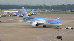 Thomson Airways Boeing 787-8 G-TUIG (Yvan Greenaway - SonicStar817) Tags: manchesterairport terminal2 b787 dreamliner 7878 boeing787 787dreamliner thomsonairways boeing7878 gtuig