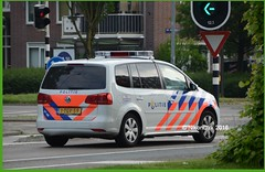 Dutch Police Touran NN. (NikonDirk) Tags: holland netherlands dutch vw volkswagen mercedes benz support foto cops traffic accident inspection nederland police science safety commercial cop technical vehicle groningen reconstruction drenthe collision analysis noord vito investigation politie touran forensic verkeer trafficpolice analyses verkeers verkeerspolitie hulpverlening nikondirk 6vlk03 1tgv59
