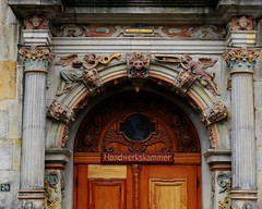 Trade Chamber (L'Oriol.) Tags: door city center chamber bremen trade arquitecture gewerbehaus