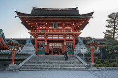 Fushimi Inari Shinto Shrine (tmeallen) Tags: japan kyoto earlymorning cullture shintoshrine sunrine fushimiinaritaisha towergate godofrice inarisan foxstatues romongate