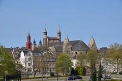 Zicht vanaf de Maas Maastricht (eddespan (Edwin)) Tags: maastricht nederland kerk oud stad limburg monumenten binnenstad romaans