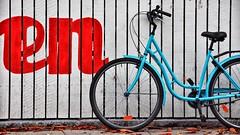 the blue bicycle (dan.boss) Tags: blue red en white bicycle fence copenhagen københavn woodenwall nikond40